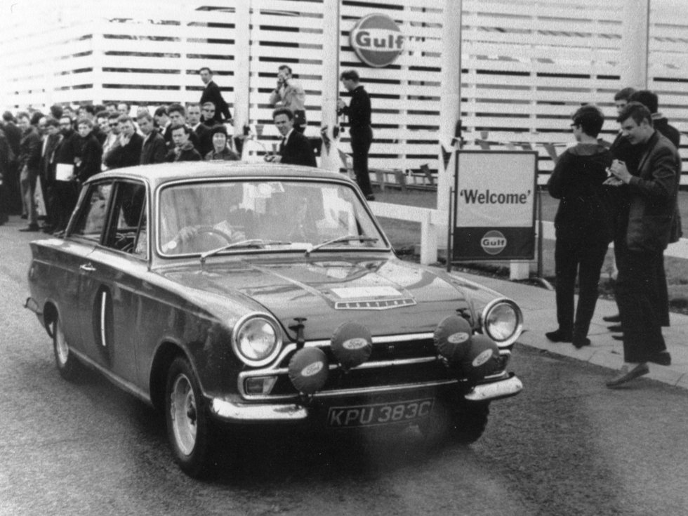 10-lotus-cortina-rally-kpu383c-66-gulf-london-1