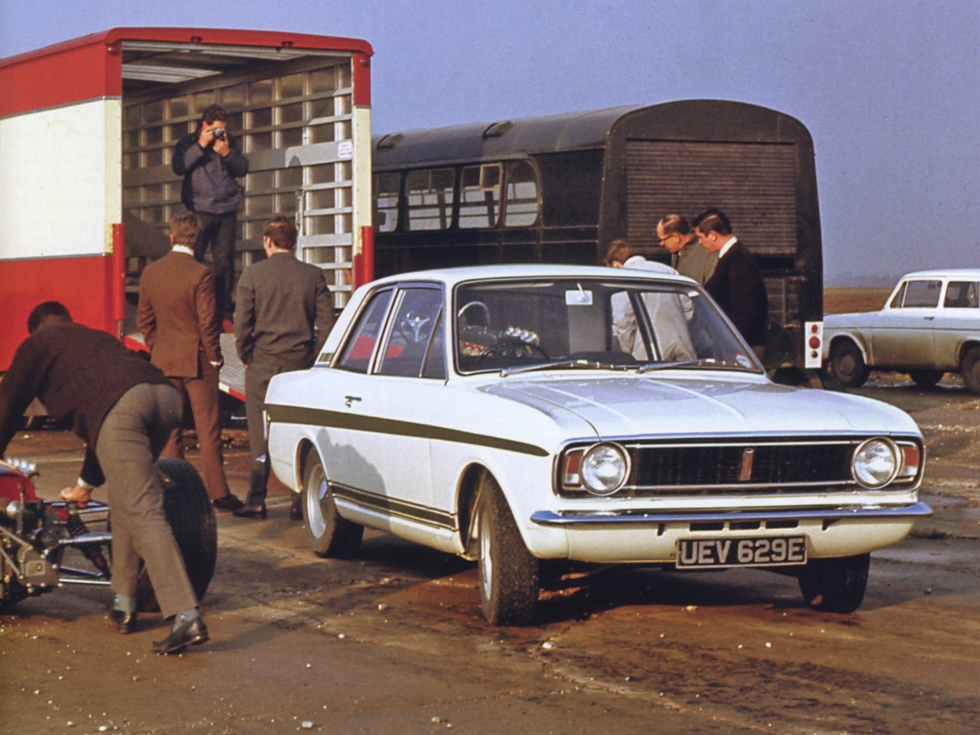 lotus-cortina-mk2-press-launch-road-car-section